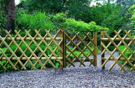 Garden fense 1 Best Way to Brighten Garden Walls and Fences