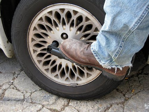 Best Way to Change a Car Tire