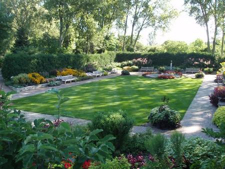 Best Way to Build an Informal Rectangular Garden on Rectangular Backyard Design id=12653